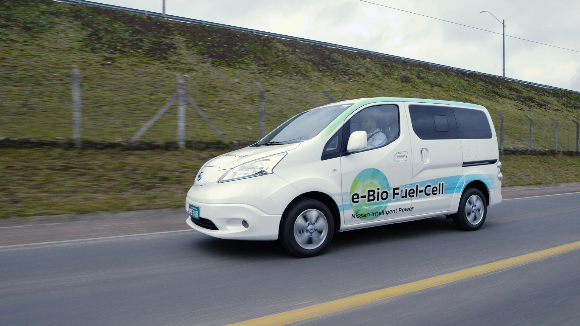 Nissan e Bio Fuel Cell Prototype Vehicle 014